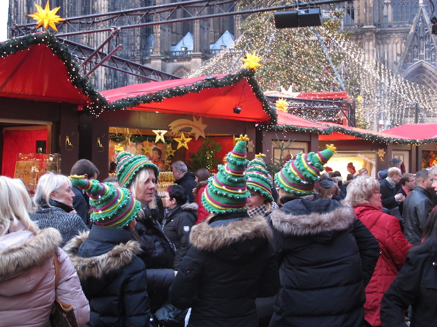 Cologne-christmas-market-attendees